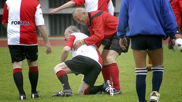 Rüstige Senioren gibt es auch im Fußball - nur die Spieldauer ist etwas kürzer.