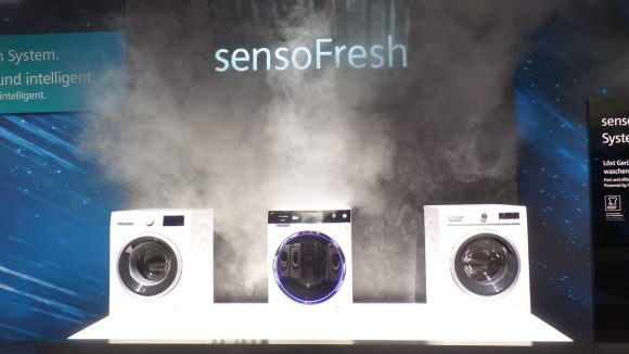 Siemens zeigt Waschmaschinen mit sensoFresh: Geruchsentfernung ohne Wasser. ©Triantafillou