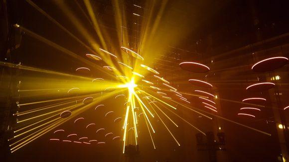 Skalar ist eine beeindruckende Erfahrung aus Licht, Bewegung und Ton. ©Julia Stürzl