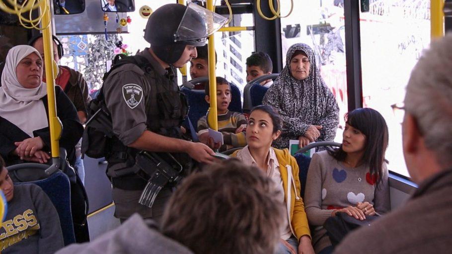 Grenzkontrolle am Checkpoint der Mauer: der Alltag für Palästinenser und Isrealis.
