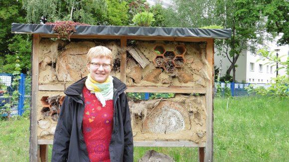 Sozialarbeiterin Anne Haertel hat ein Herz für interkulturelle Projekte und vermittelt im Alltag tatkräftig zwischen den Gartennutzern, die aus rund 17 verschiedenen Nationen stammen. (Interkultureller Garten Lichtenberg)