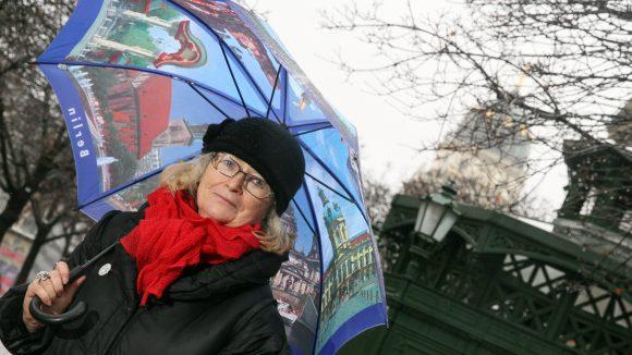 Stadtführerin Anna Haase kennt die stillen Örtchen der Stadt.