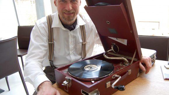 """Stephan Wuthe nennt es liebevoll seinen """"Walkman der 20er Jahre""""."""