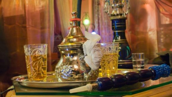 Tee gibt's in vielen Shisha Bars ebenfalls.