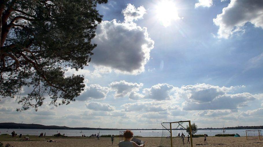 Im Strandbad Müggelsee wird bald gebaut - der Badebetrieb läuft nebenher weiter.