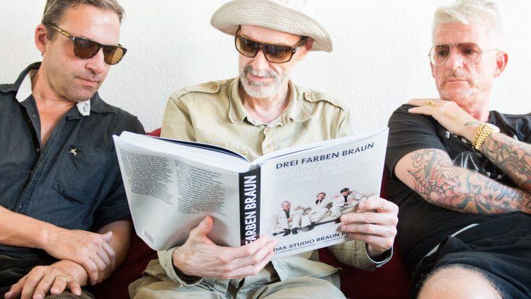"""Rocko Schamoni, Jacques Palminger und Heinz Strunk (v. l.) sind """"Studio Braun"""" und heißen mit bürgerlichem Namen alle anders. Macht aber nix. Hauptsache witzig!"""