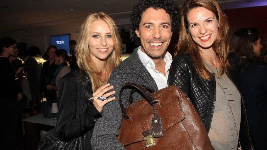 Beauty-Experte Boris Entrup mit Laura Lindemann (l.) und Model wie Schauspielerin Katrin Wrobel. Letztere war dringend auf der Suche nach einem schönen Koffer, weil sie diese Woche noch nach Nizza zu einem Dreh muss.