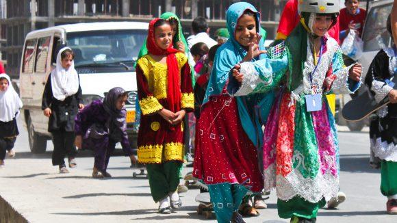 Der Dokumentarfilm Skateistan zeigt deutlich, wie viel Spaß afghanische Mädchen auf dem Board haben. (c) Afghanische Kulturwoche/Cinemafghanistan/Film Skateistan