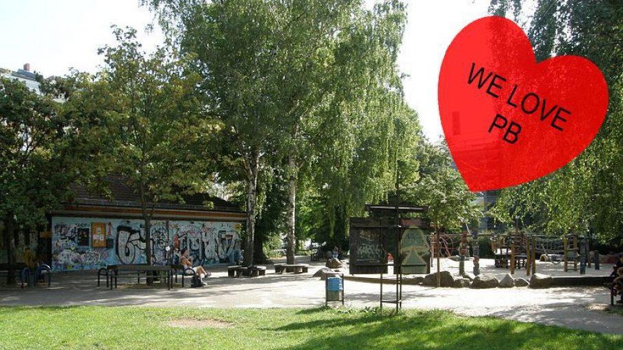 Der Teutoburger Platz: Links das ehemalige Schutzhaus, heute Platzhaus genannt, rechts der Spielplatz, der gerade aufgehübscht wird.