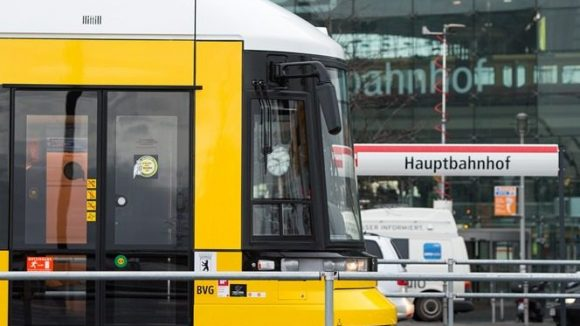 Der Anfang. Der Hauptbahnhof ist derzeit die wichtigste Station auf der Neubaustrecke über die Invalidenstraße. Die Bahnen der M5 fahren derzeit nur weiter bis zur Lüneburger Straße, um in einer großen Schleife wenden zu können.
