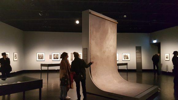 Über 240 spannende Fotografien zeigt das C/O Berlin vom Fotografen Irving Penn.