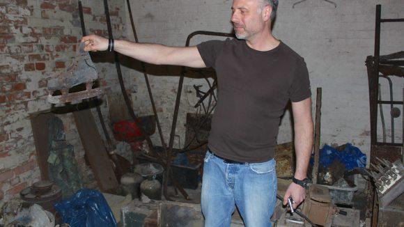 Über Jahre hinweg hat der Besitzer Jens Reule die Antiquitäten gesammelt. ©Julia Stürzl
