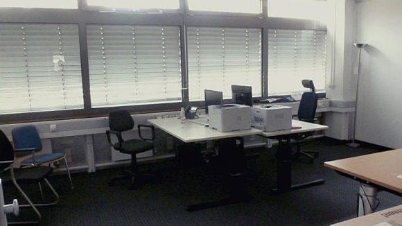 Erstaufnahmeeinrichtung LaGeSo Bundesallee 171 Bearbeitungsraum. In einem solchen Büroraum wird eine Sozialberatung für die Ankommenden angeboten.