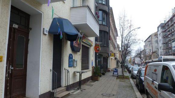 Das hätte man gar nicht vermutet: In dieser unscheinbaren Straße in Weißensee ist der Saucenfritz zu Hause.