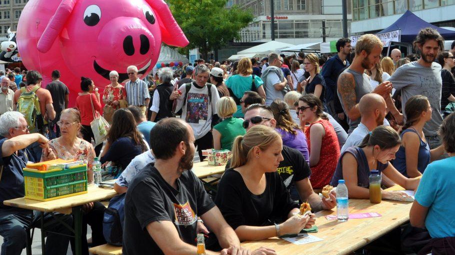 Diesmal dürfte der Andrang auf dem Vegan-Vegetarischen Sommerfest mindestens ebenso groß sein wie 2013.
