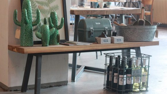 Verkaufsraum & Café. (c) Elizabeth Rushe / Hallesches Haus