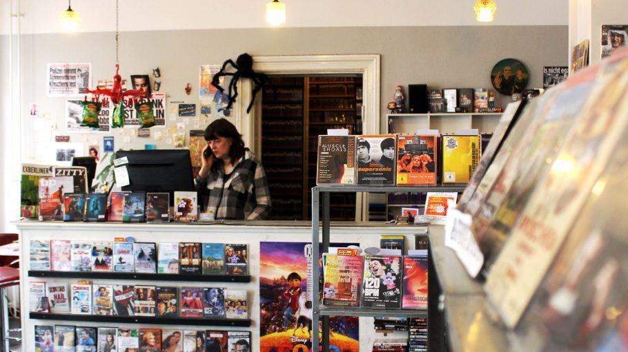 in der Videothek Videodrom im Bergmannkiez werden tausende Filme verliehen.