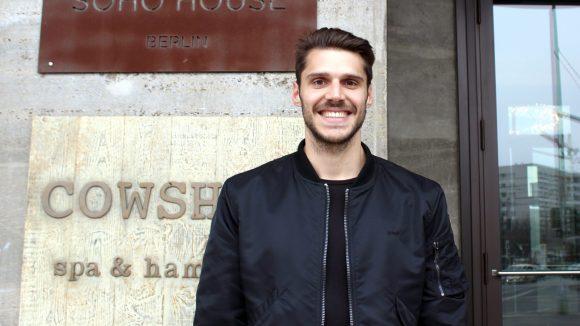 Fussballer Christopher Trimmel vor dem Soho House Berlin