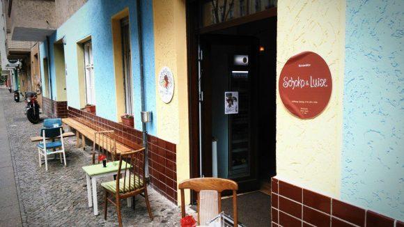 Weddinger Charme gibt es auch vor dem Eiscafé.