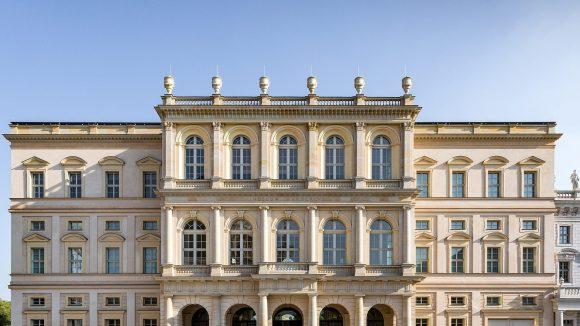 Vorderansicht des Museum Barberini am Alten Markt in Potsdam