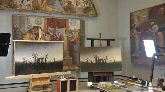"""Vorher / Nachher """"Abtei im Eichwald"""". (c) Nationalgalerie / Andres Kilger"""