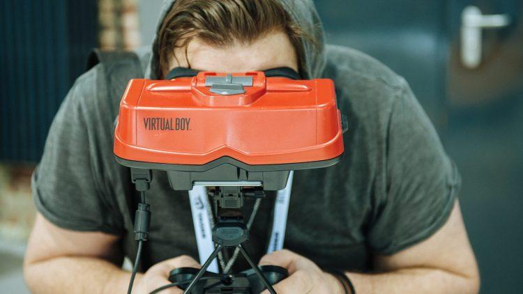 Daddeln erwünscht! Wie hier mit der neuen VR-Technik auf der Games Week.