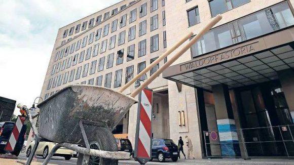 Die Tür bleibt vorerst geschlossen. Zimmer im Luxushotel Waldorf Astoria können erst für Januar 2013 reserviert werden.