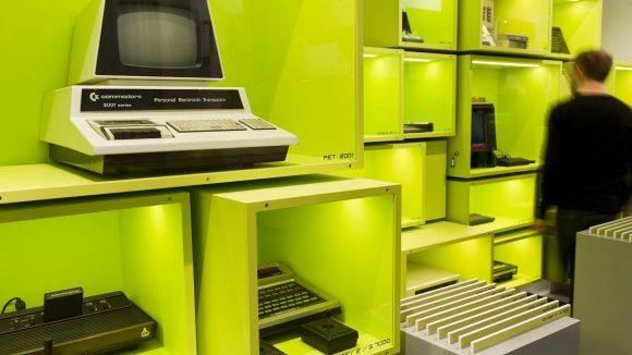 """""""Wall of Hardware"""": Meilensteine der Heimcomputer und Spielkonsolen"""