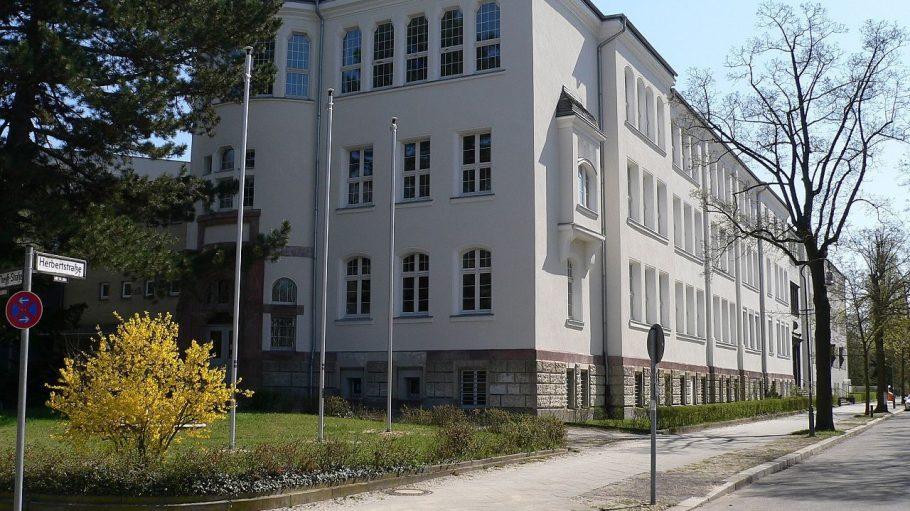 Das Walther-Rathenau-Gymnasium in der Herbertstraße in Grunewald.