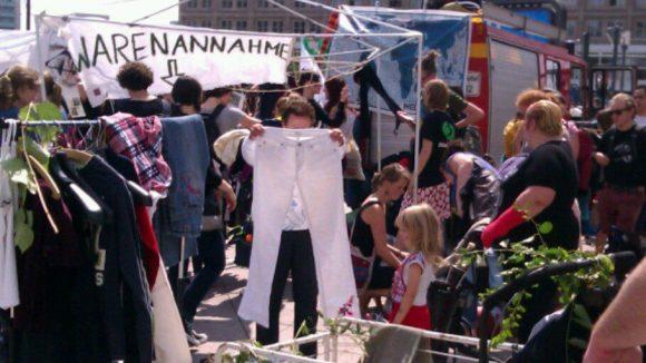 Zeichen des Protests: Kleidertausch.