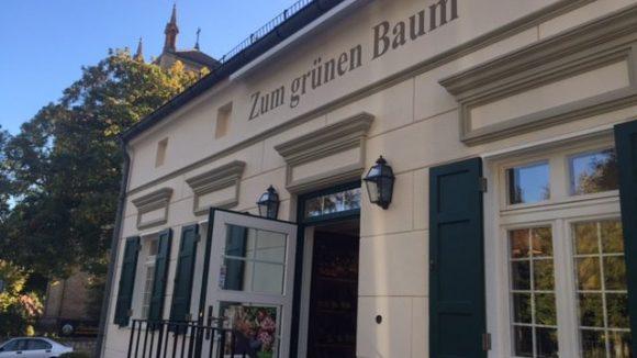 """Früher aß Gerlinde Jänicke hier schlesisch, das Restaurant """"Zum grünen Baum"""" widmet sich nun schwäbischen Spezialitäten."""