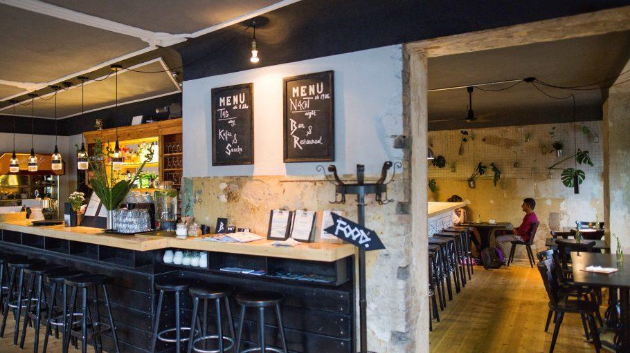 Eine Ecke und zwei Bereiche: einmal Food und einmal Bar im B.Horn.