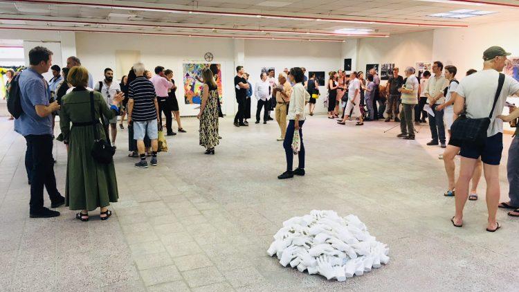 """Die Ausstellung """"Unter einem Dach"""" in der neuen Kulturmarkthalle in Prenzlauer Berg"""