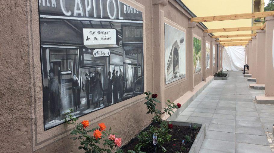 Gemälde in der neu renovierten Theatergasse für alle.
