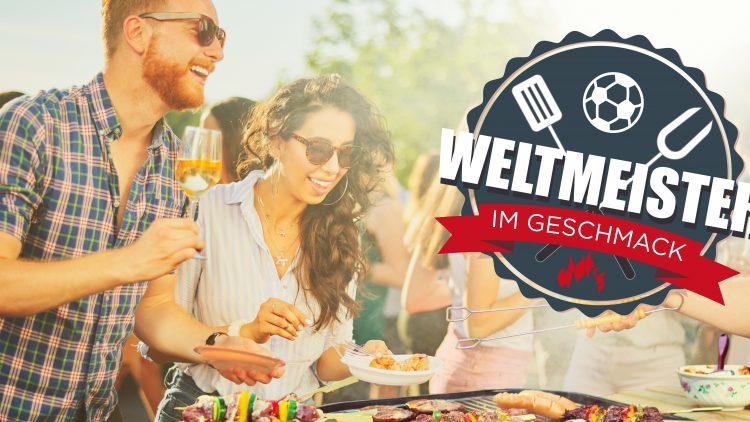 Mann mit Sonnenbrille und Weinglas neben einer Frau, die vor einem Grill steht und sich Fleisch von MySteakShop nimmt.