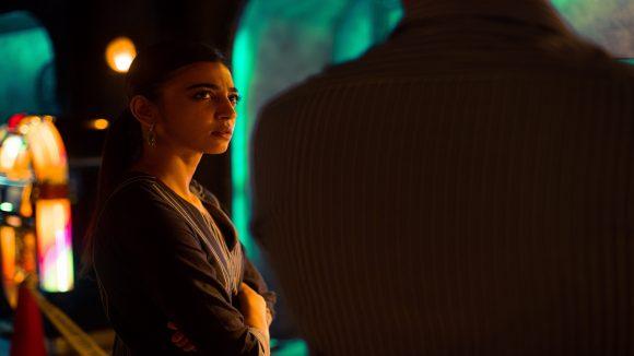 Die neue Netflix-Serie Sacred Games bringt dich nach Mumbai und befasst sich mit einem mitreißenden Komplex aus Gewalt, Politik, Spionage und Korruption.