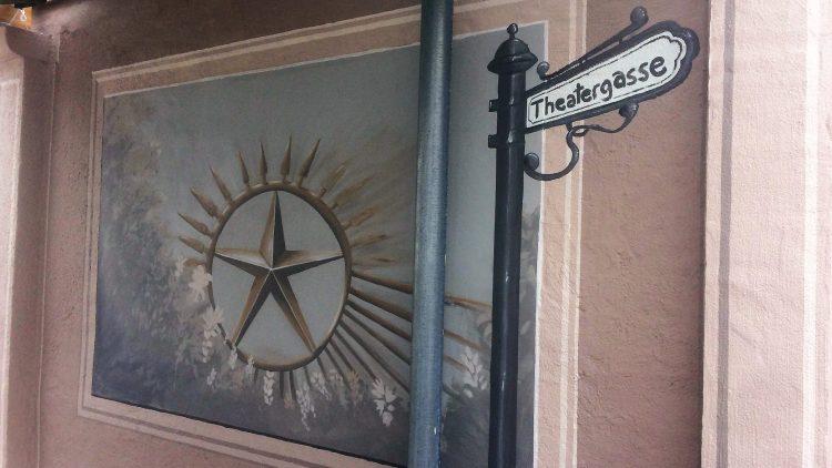 Motiv von dem Wandbild auf der neuen Theatergasse für alle.