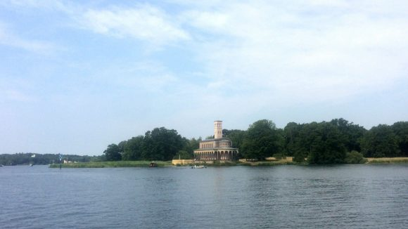 Die Heilandskirche in der Nähe von dem Sacrower See im Norden Potsdams.