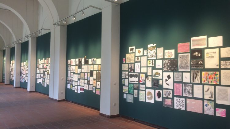 """Die Ausstellung """"Anonyme Zeichner"""" im Körnerpark in Neukölln."""