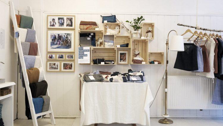 Die Auslage im Jyoti-Store in Neukölln beinhaltet eine kleine Auswahl der Produkte.