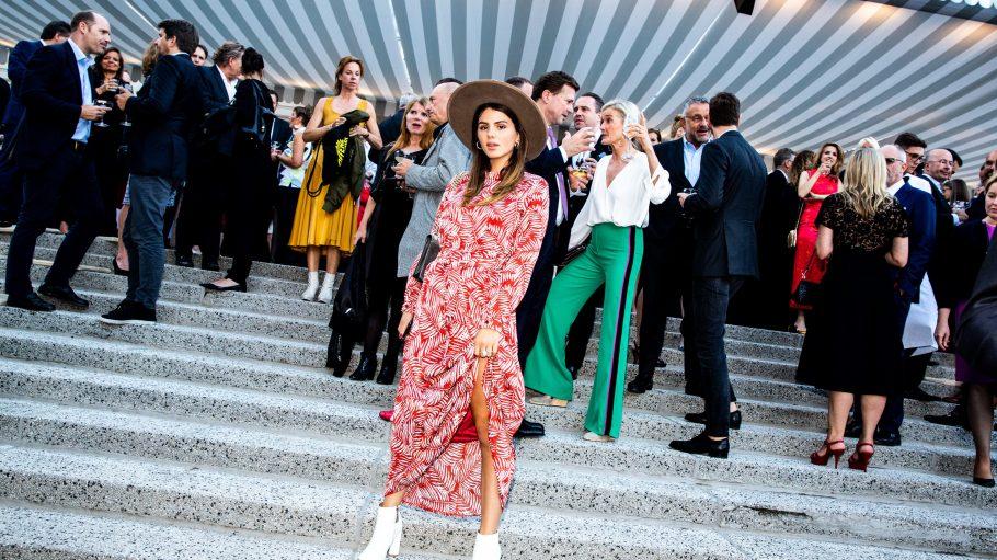 Die Schauspielerin Ruby O. Fee auf den Stufen des Kronprinzenpalais