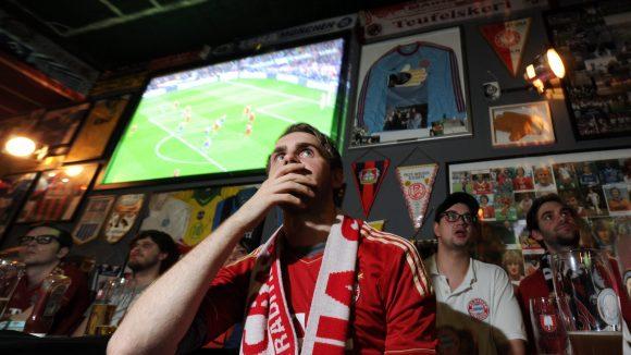 Egal welchen Fußballverein du unterstützt, in Berlins vielen Fußballkneipen verfolgst du die Partien garantiert nicht allein.
