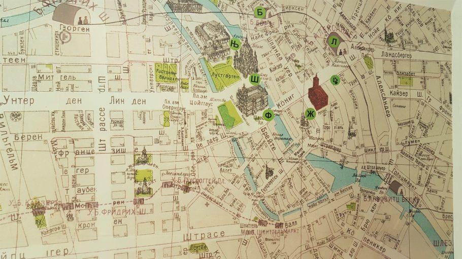 Eine alte russische Landkarte von Berlin mit ominösen Zeichen.