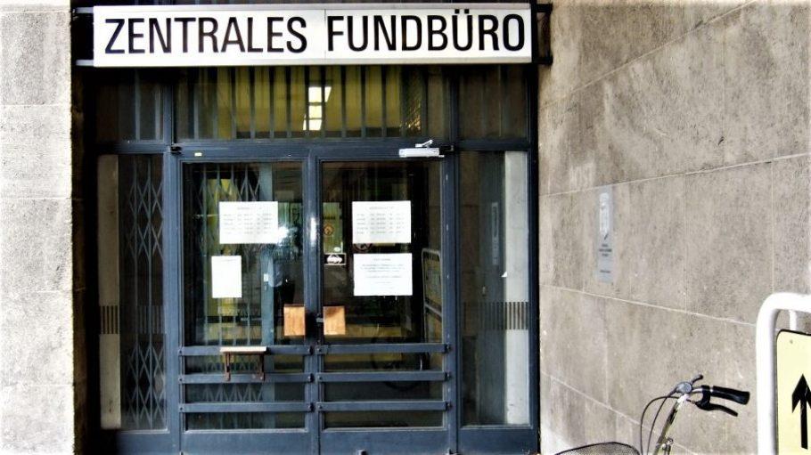 Der Eingang des Zentralen Fundbüros in Berliner Tempelhof, gegenüber des ehemaligen Flughafen Tempelhofs.