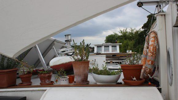Das Oberdeck auf dem Boot.