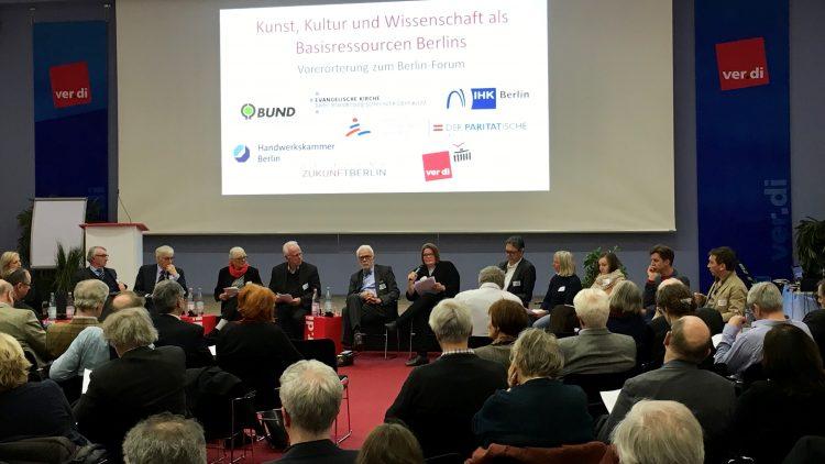 """Eine Versammlung des Berlin Forums mit dem Titel """"Kunst, Kultur und Wissenschaft als Basisressourcen Berlins"""""""