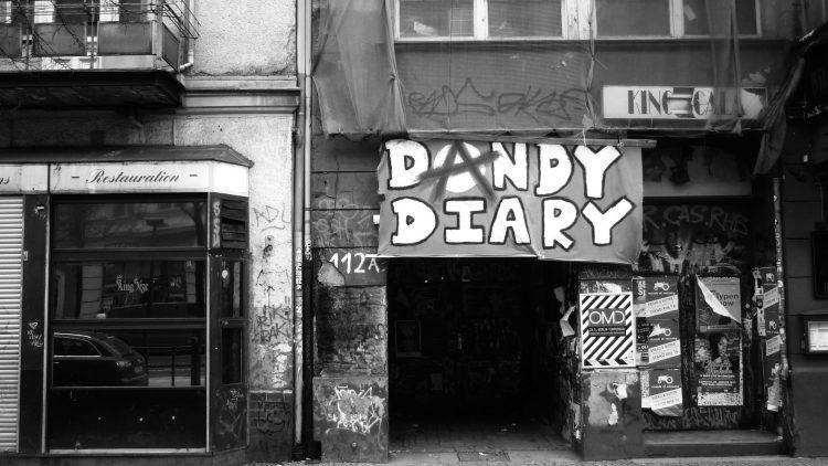 Berliner Bar mit Dandy Diary Aufschrift.