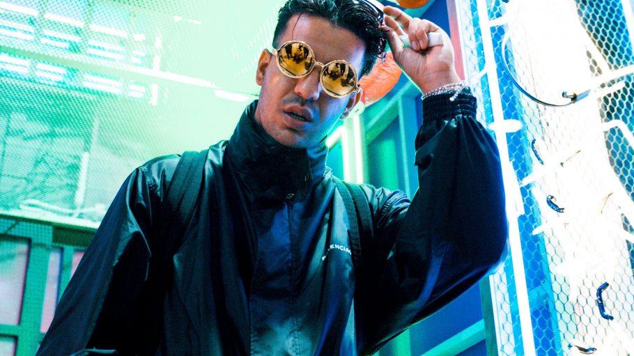 Rapper Ufo361 mit runder Sonnenbrille