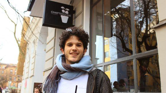 Seinen Espresso gönnt sich Kid Simius am liebsten im Café Chapter One.