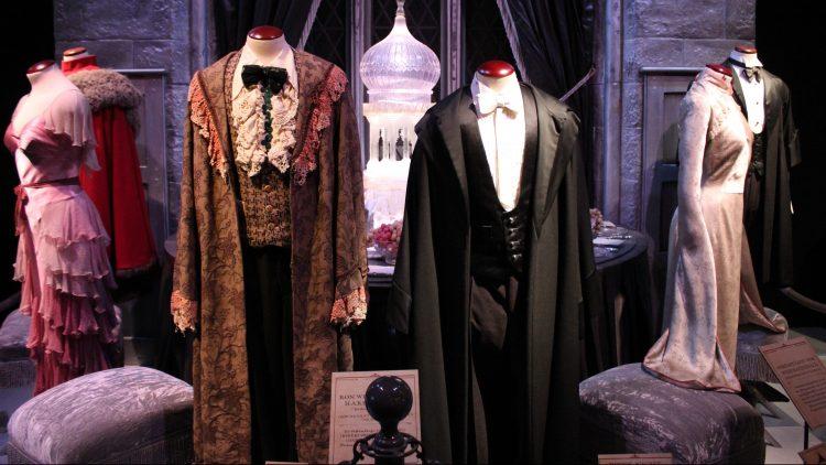 Die Abendroben des Trimagischen Turniers von Harry Potter, Hermine und Ron.